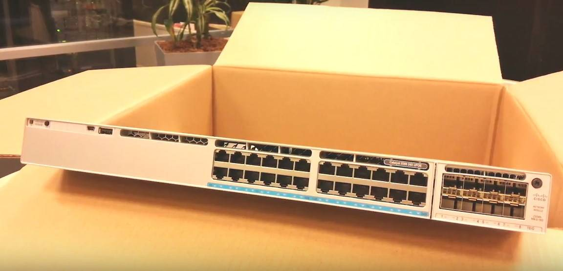 Switch Cisco C9300-24T-A Catalyst 9300 24-port data only, Network Advantage